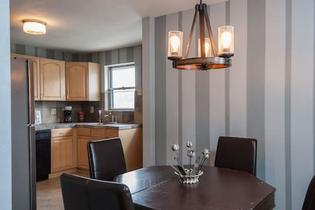 2 full baths -- 15 minutes from zoo - 3 beds - Webster Groves - Casa