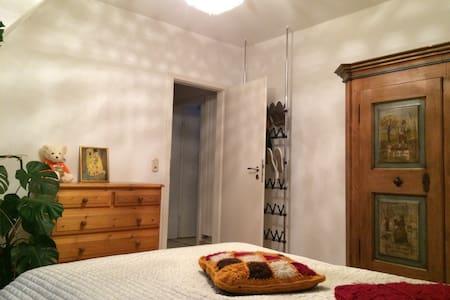 Gemütliches Zimmer mit eigenem Bad - Wolfratshausen - Hus