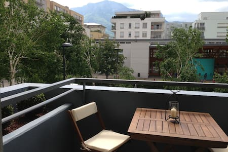 Bel appartement T2 + balcon - Apartament