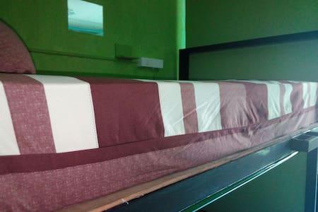Mix dorm room x 6 - Ko Lipe - Dormitorio compartido