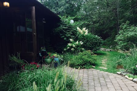 Woodland Serenity in Garrison, NY - Rumah