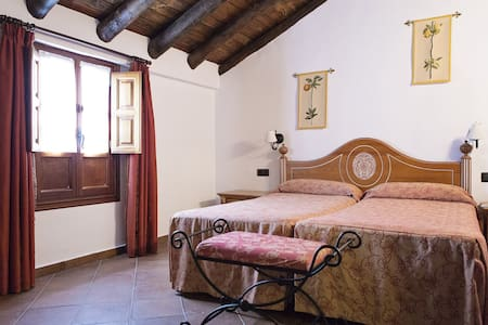 Cortijo San Antonio, hab doble - Bed & Breakfast