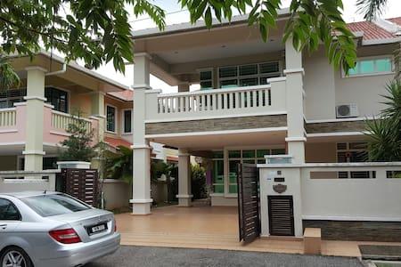Cheng Semi-D Homestay Melaka - Rumah