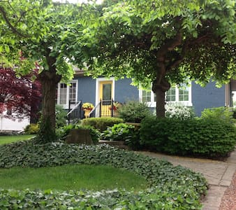 Garden Oasis in Old Town - Niagara-on-the-Lake - Hus