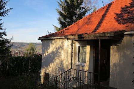 Häuschen im Grünen - House