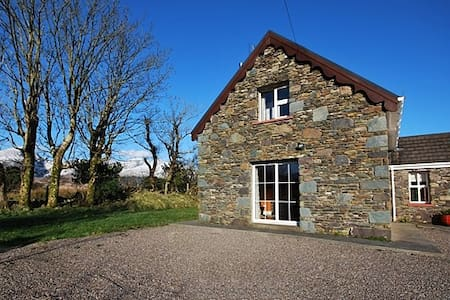 Dingle peninsula holiday rentals accommodation airbnb - Welcoming modern house with panoramic view serving flawless relaxation ...