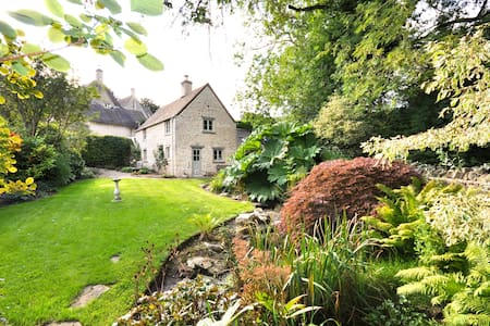 Stunning 300 year old cottage. Beautiful garden - Maison