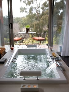 Blue Cliffs Dreaming Spa Villa - Hepburn Springs