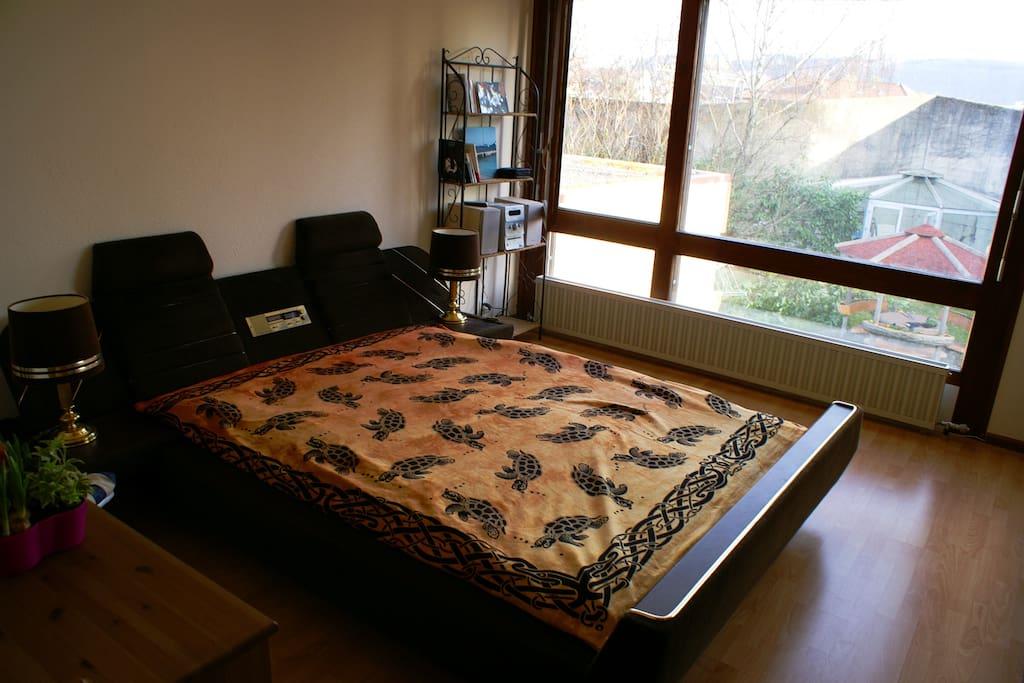 Chambre avec lit double in le landeron for Chambre 9m2 lit double