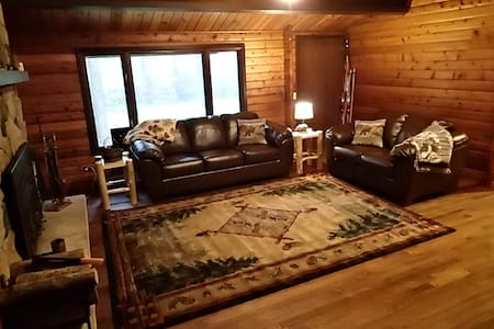 Cozy, Secluded Log Home - Wausau - House