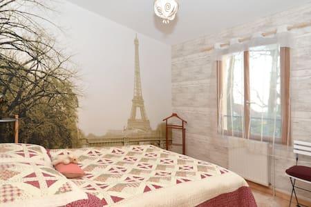 Calme, verdure, Sdb+WC privé, 20kms  de Paris - House