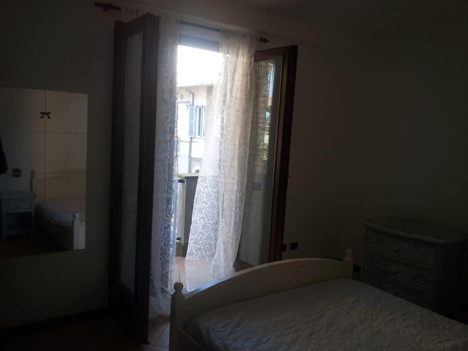 La luminosa camera da letto