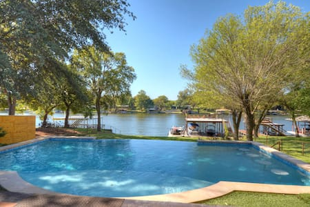 Luxury Lakefront Home with Pool and Boat Dock - Burnet - Ház