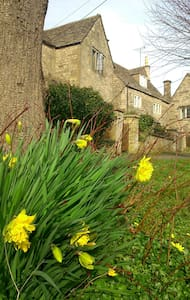 17th-century Cotswold cottage  - House