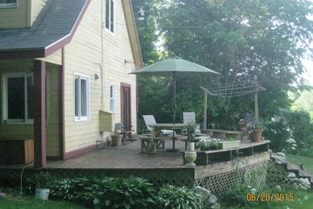 Family-friendly natural living - Hillsdale - House