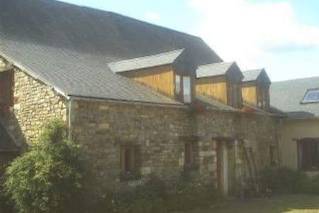 Le Petit Manoir 17th Century Stone - Saint-Martin-des-Besaces - Huis