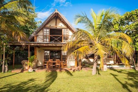 Lovely house close to sea -sleeps 8