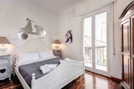 Holiday in FANTASTIC TEVERE VIEW