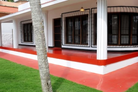 RENT A HOLIDAY HOUSE IN KOVALAM LIGHTHOUSE BEACH - Rumah