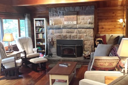'Bear Country Cabin'  cozy luxury 3 bdrm Muskoka - Huntsville