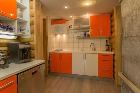 Двухэтажный деревянный дом  - Kasimovo - Huis