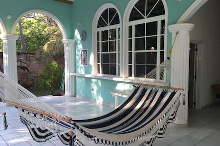 Linda casa frente al mar 4 cuartos - Barra de Santiago - Huis