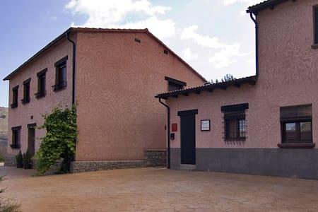 Apartamentos Barrena. - Albarracín