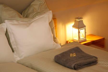 Doppelzimmer Romantica direkt am AhrSteig - Aremberg - House