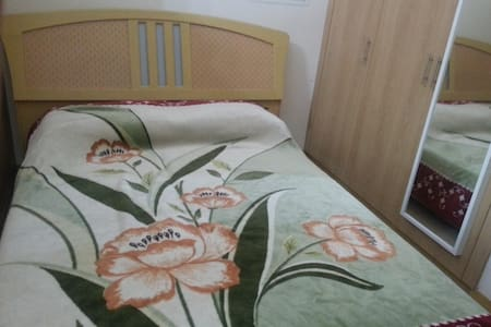 bed in Partition Like a Tiny Room with semi privac - Dubai - Bed & Breakfast