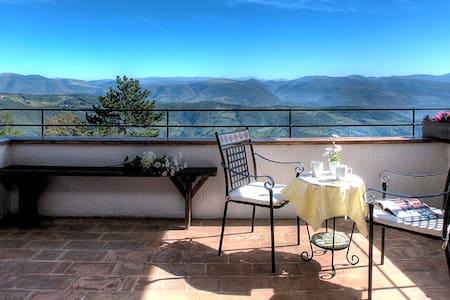 La Baita Del Subasio di Assisi - Spello - Villa