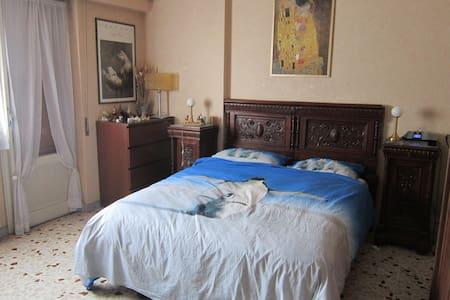 Stylish 19th century room - Appartement