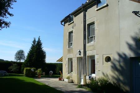 Großes Haus direkt am Fluss - Ray-sur-Saône - Ev