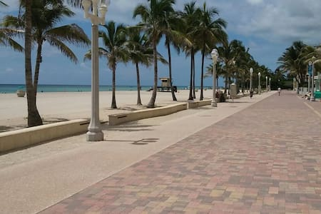 Exclusive! Hollywood Beach cottage - Hollywood - House