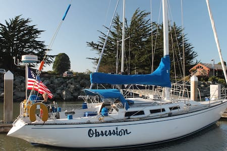 Cozy Waterfront 38' Sailboat B&B - Eureka - Boat
