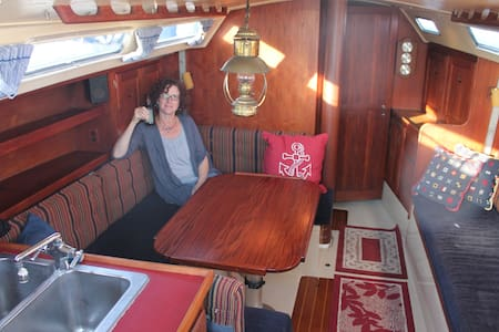 Cozy Waterfront 38' Sailboat B&B - Boot
