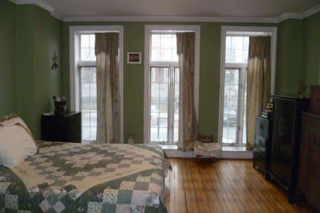 Cozy 1 bedroom! Lots of convenience - Apartmen