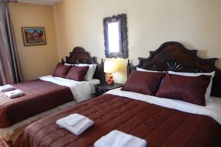 Best B&B by Historic Center! (Rm 5) - Guatemala City - Bed & Breakfast