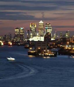 London River View O2 City Airport - London - Apartemen