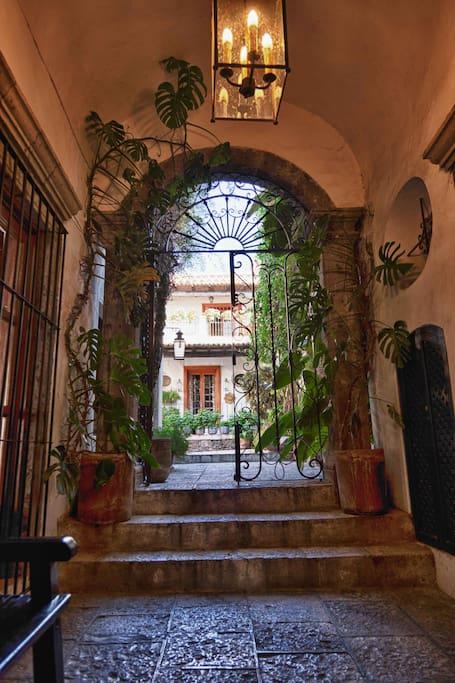 Casa Piña SMA steps to el Jardin