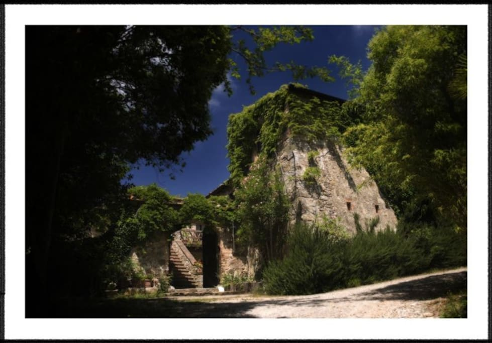 Large Chianti estate + pool & views
