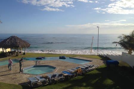 1 Bdrm Beachfront KiteBeach Condo - Appartamento