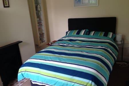 Room in Edwardian Terraced House