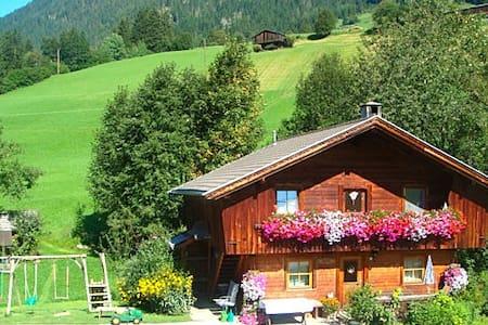 Hüttenappartement mit Kachelofen - Kisház