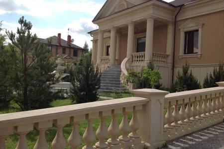 Красивый особняк в Подмосковье. - House