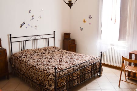 Wide room at the gates of Chianti - Montevarchi - Bed & Breakfast