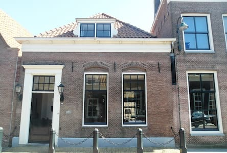 Historic house 20min to AmsterdamCS - House
