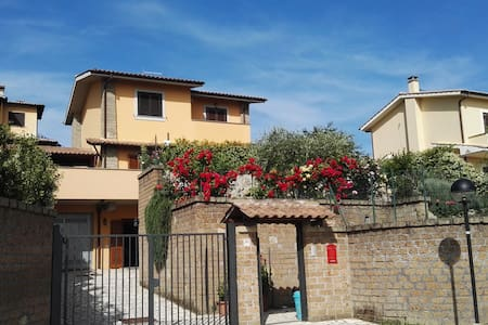ROME APARTMENT SUITABLE FOR FAMILIES - Sutri - Apartment