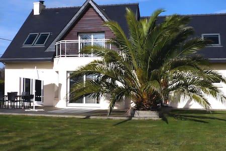 Maison T6 avec jardin, proximité plages, Plouescat - Casa