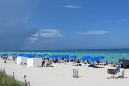 SOUTH BEACH 10 steps from the beach / water view ! - Miami Beach - Apartment