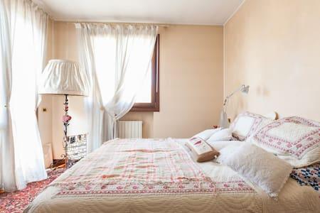 a cosy room in treviso - Casa